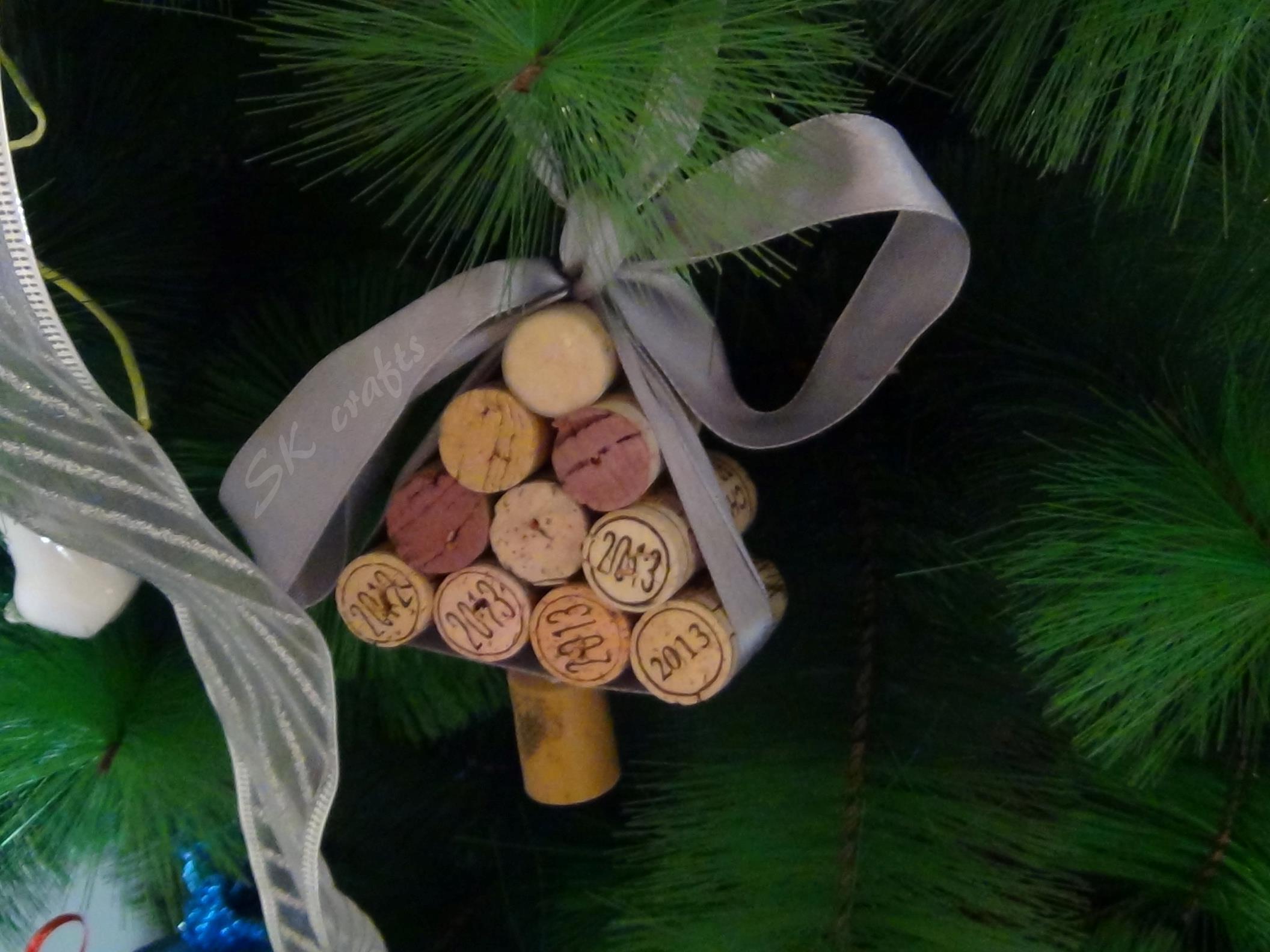 DIY Creative Wine Cork Christmas Decorations